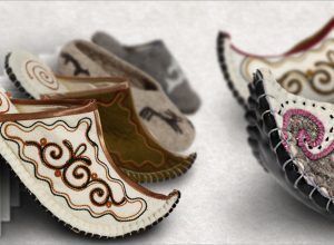 Hand-maid authentic felt slippers from Zebu